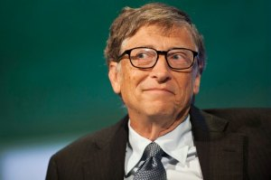BILL GATES LOOKING TO THE SIDE